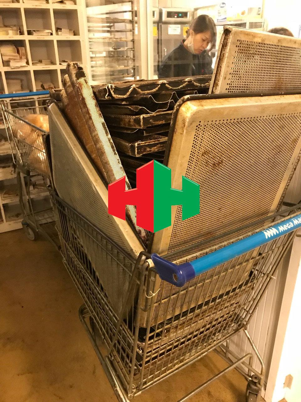 Hình ảnh khi chưa phủ sơn chống dính tại siêu thị Mega Market